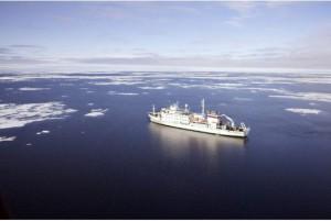 The-Russian-flagged-Akademik-Sergey-Vavilov-in-Alexandra-Strait-in-the-Arctic.